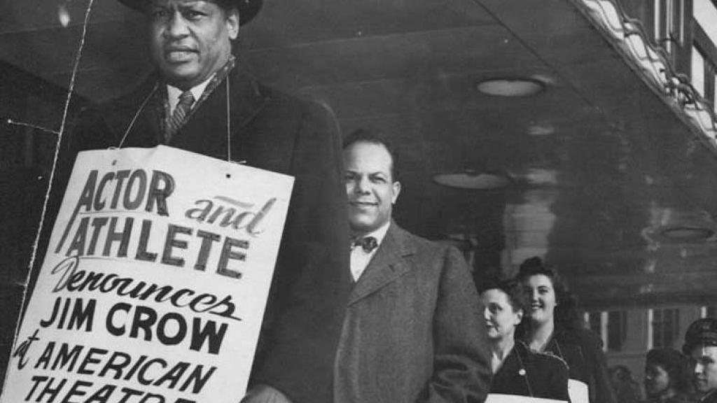 Paul Robeson pickets St. Louis theater 1947